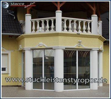 Wohnzimmerfenster und Terrassentür im Kolonnaden-Stil