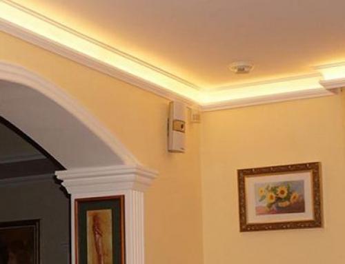 Ein Motiv für das ganze Haus – Harmonische Fassadenverzierung und Wohnraumdekoration mit dem Stuckprofil Ankara 108
