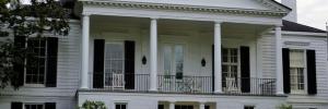 Überdachte Terrasse mit Rundsäulen